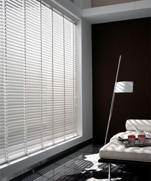 Imagen de Veneciana de Aluminio - 25 mm- Para plano inclinado o Vertical (Tensor) - CADENA PLASTICA BLANCA